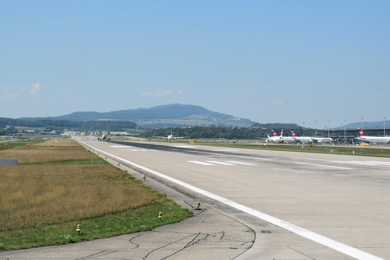 Взлетно-посадочная полоса аэропорта Цюрих