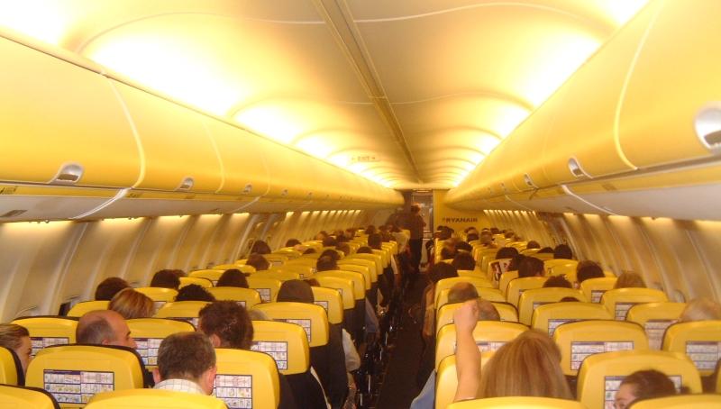 Салон самолета Боинг-737-800 авиакомпании Райанэйр
