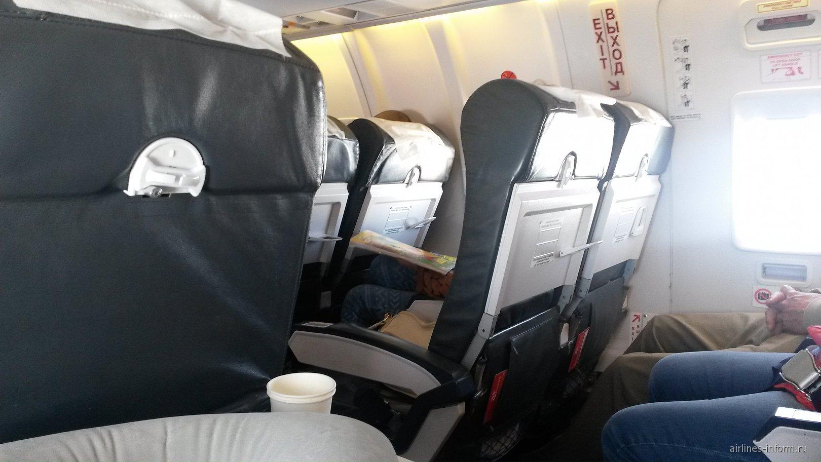 Салон самолета Bombardier CRJ200 авиакомпании Руслайн