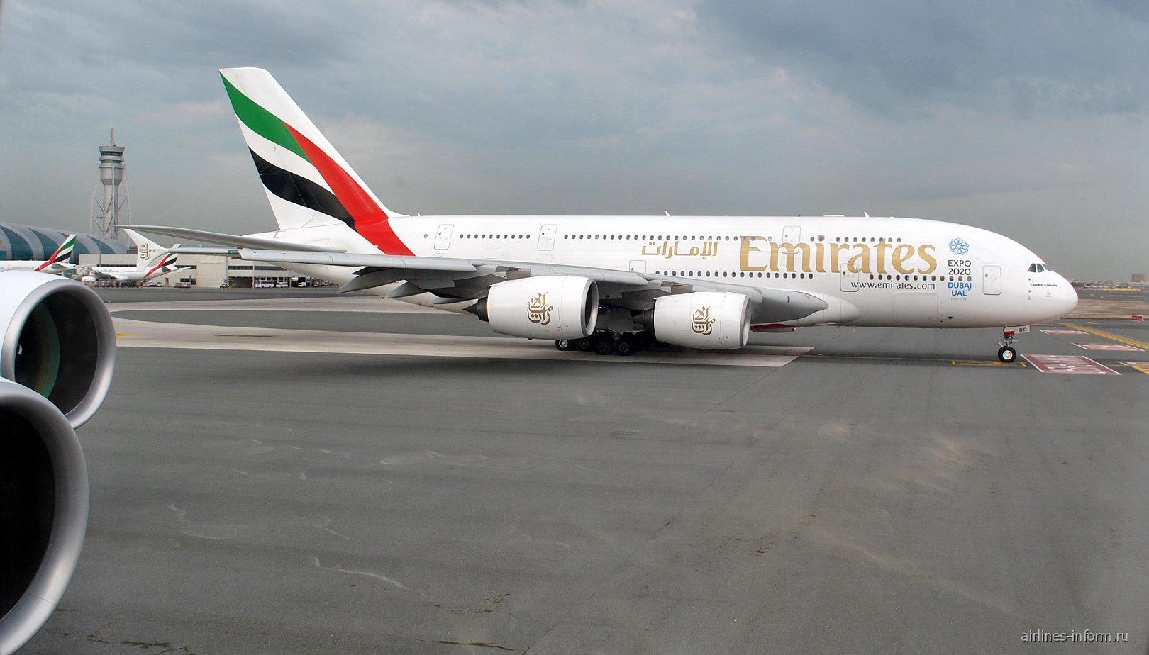 Airbus A380 авиакомпании Emirates в аэропорту Дубай