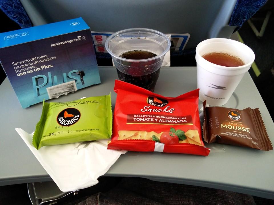 Бортпитание на рейсе Авиалиний Аргентины Буэнос-Айрес - Пуэрто-Игуасу