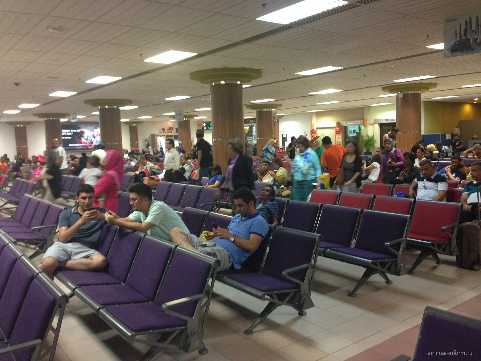 Зал ожидания внутренних рейсов в аэропорту Лангкави