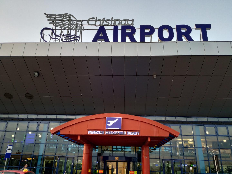Вход в пассажирский терминал аэропорта Кишинев