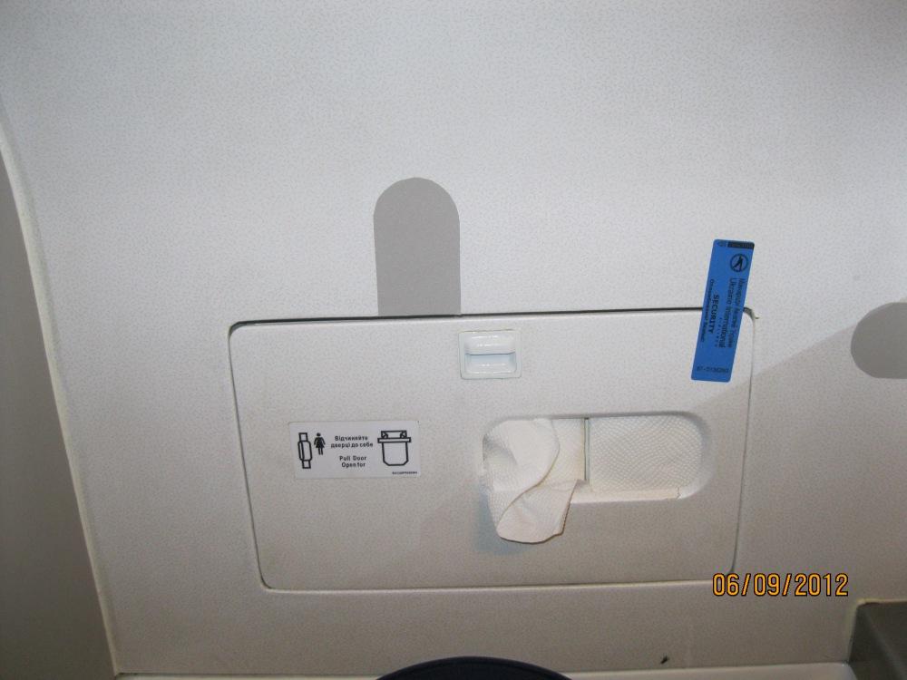 Туалет самолета Боинг-737-500 Международных авиалиний Украины