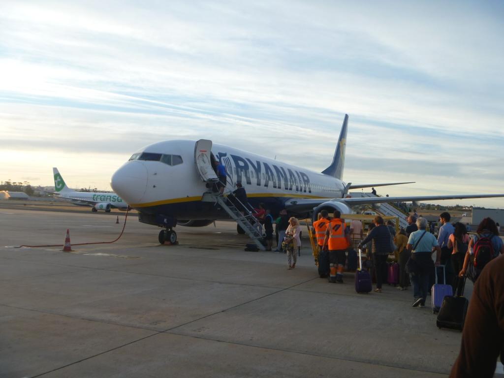Путешествие по Европе. Часть 3. Лиссабон (Т2)-Рим (CIA) на Boeing 738 Ryanair.
