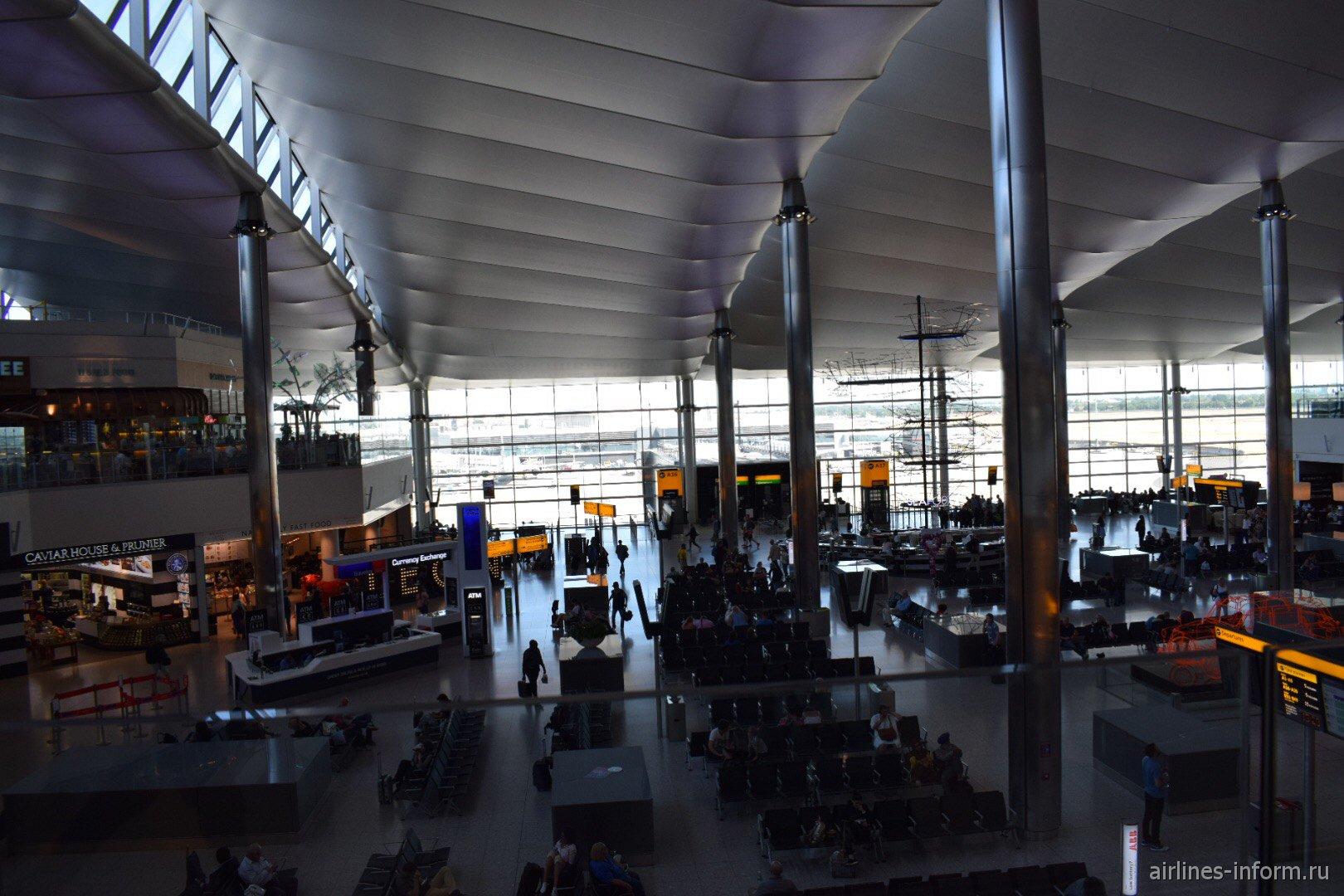 Общий вид чистой зоны терминала 2 аэропорта Лондон Хитроу