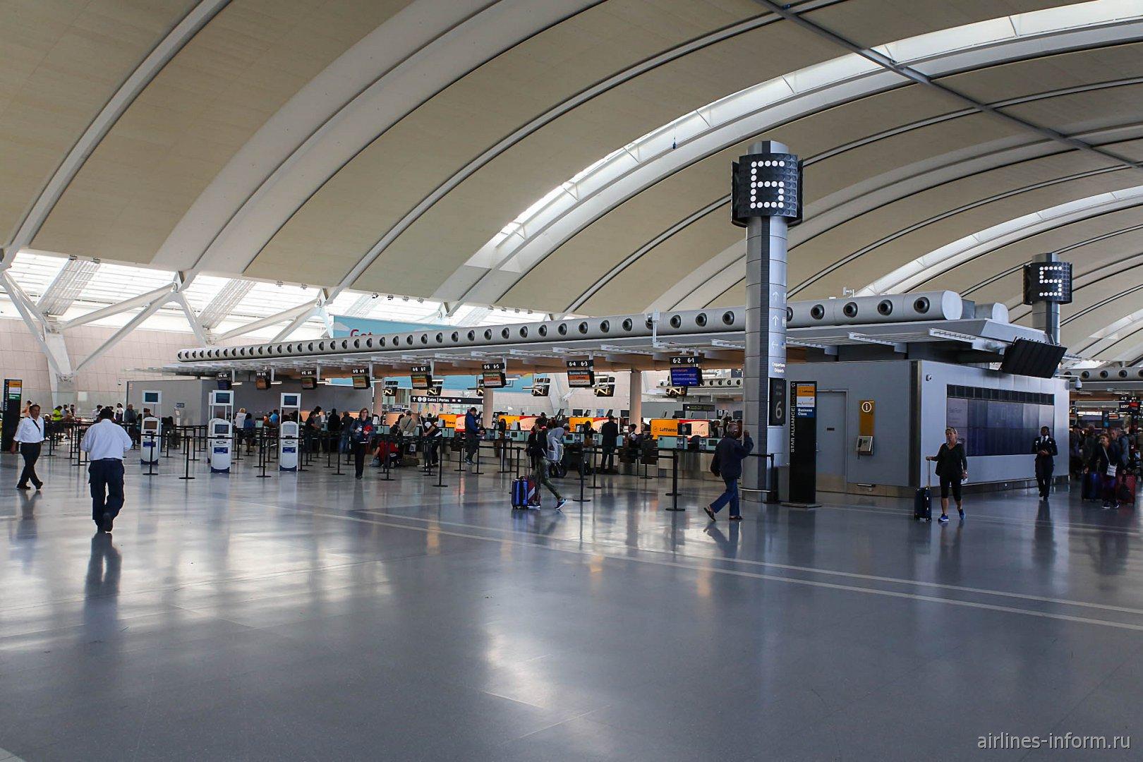 Стойки регистрации в терминале 1 аэропорта Торонто Пирсон