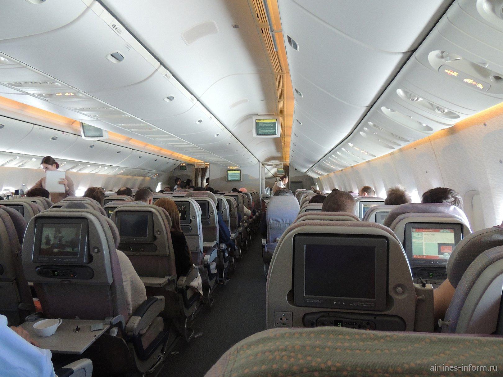 Пассажирский салон в Боинге-777-300 авиакомпании Emirates