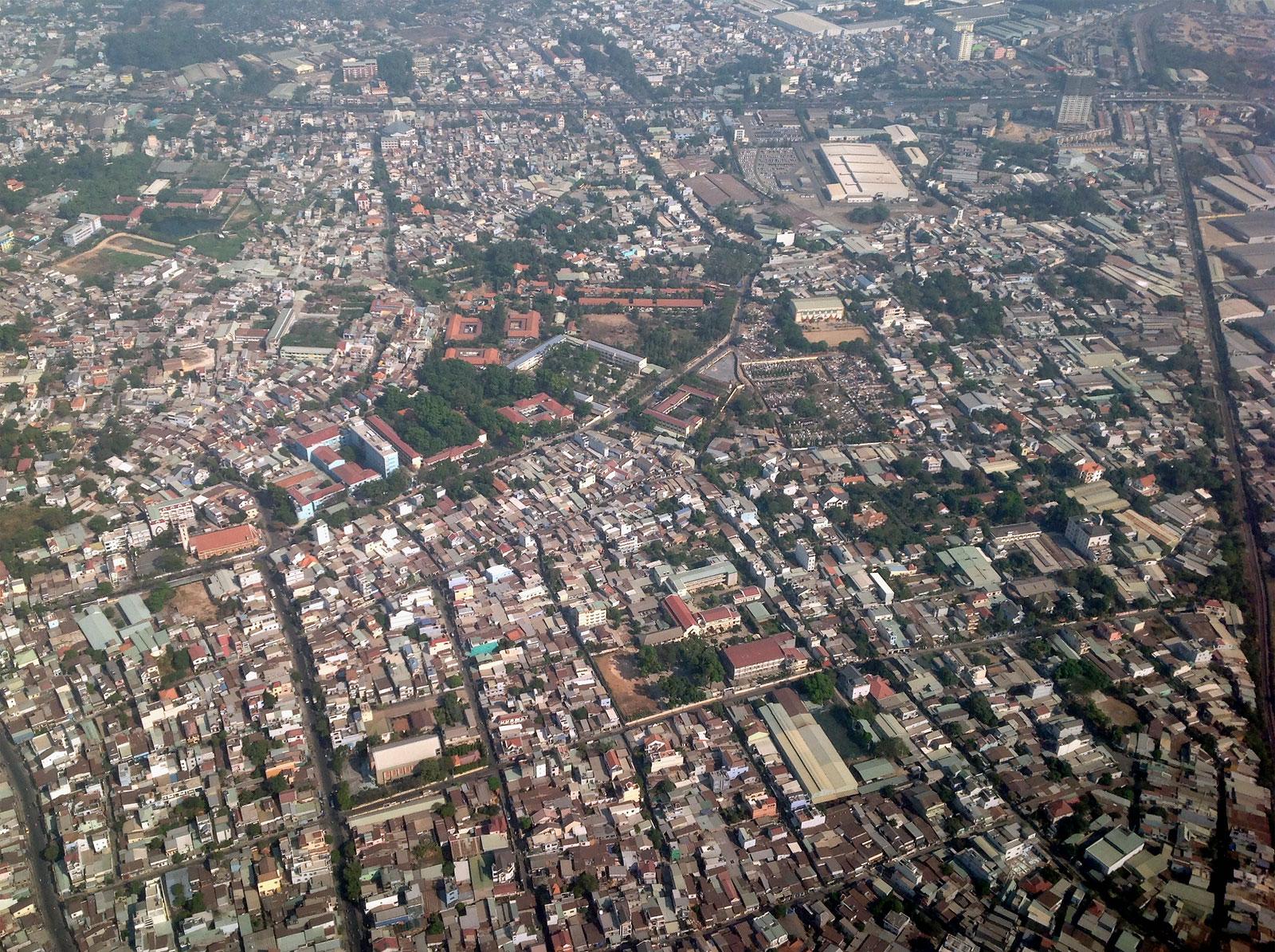 Жилые кварталы Хошимина перед посадкой в аэропорту Тан Сон Нхат