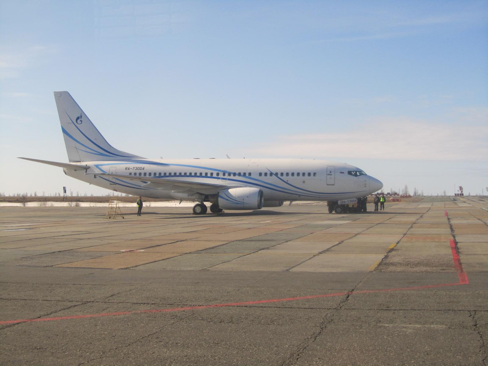Боинг-737-700 авиакомпании Газпромавиа в аэропорту Нового Уренгоя