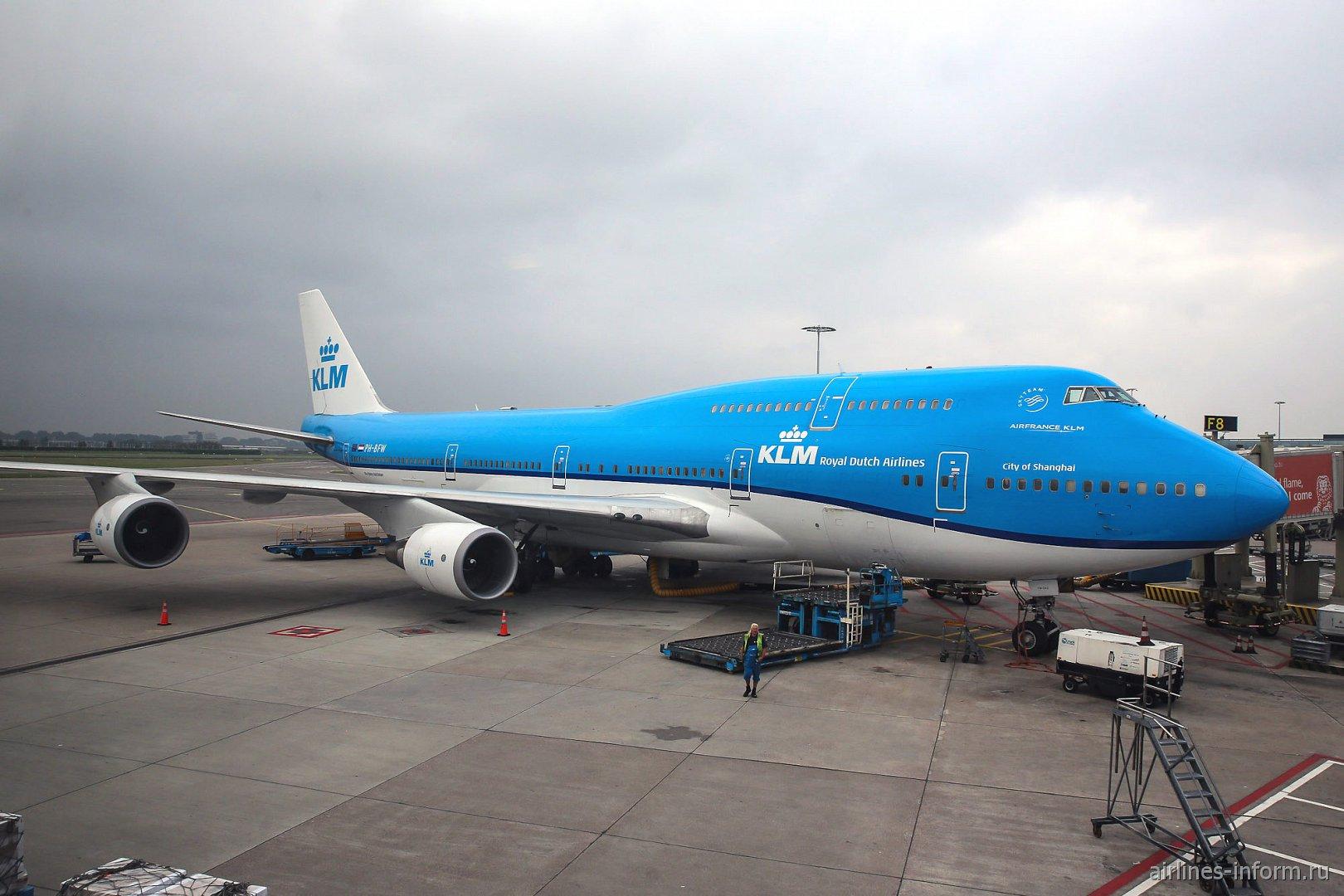Боинг-747-400 авиакомпании KLM в аэропорту Амстердам Схипхол