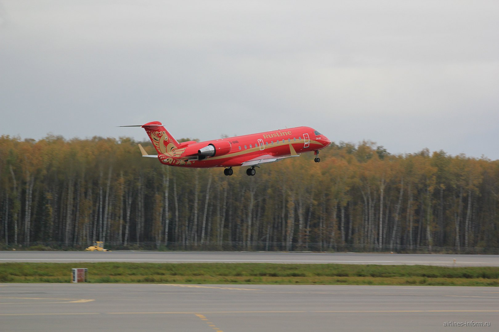 "Взлет Bombardier CRJ200 авиакомпании ""Руслайн"""