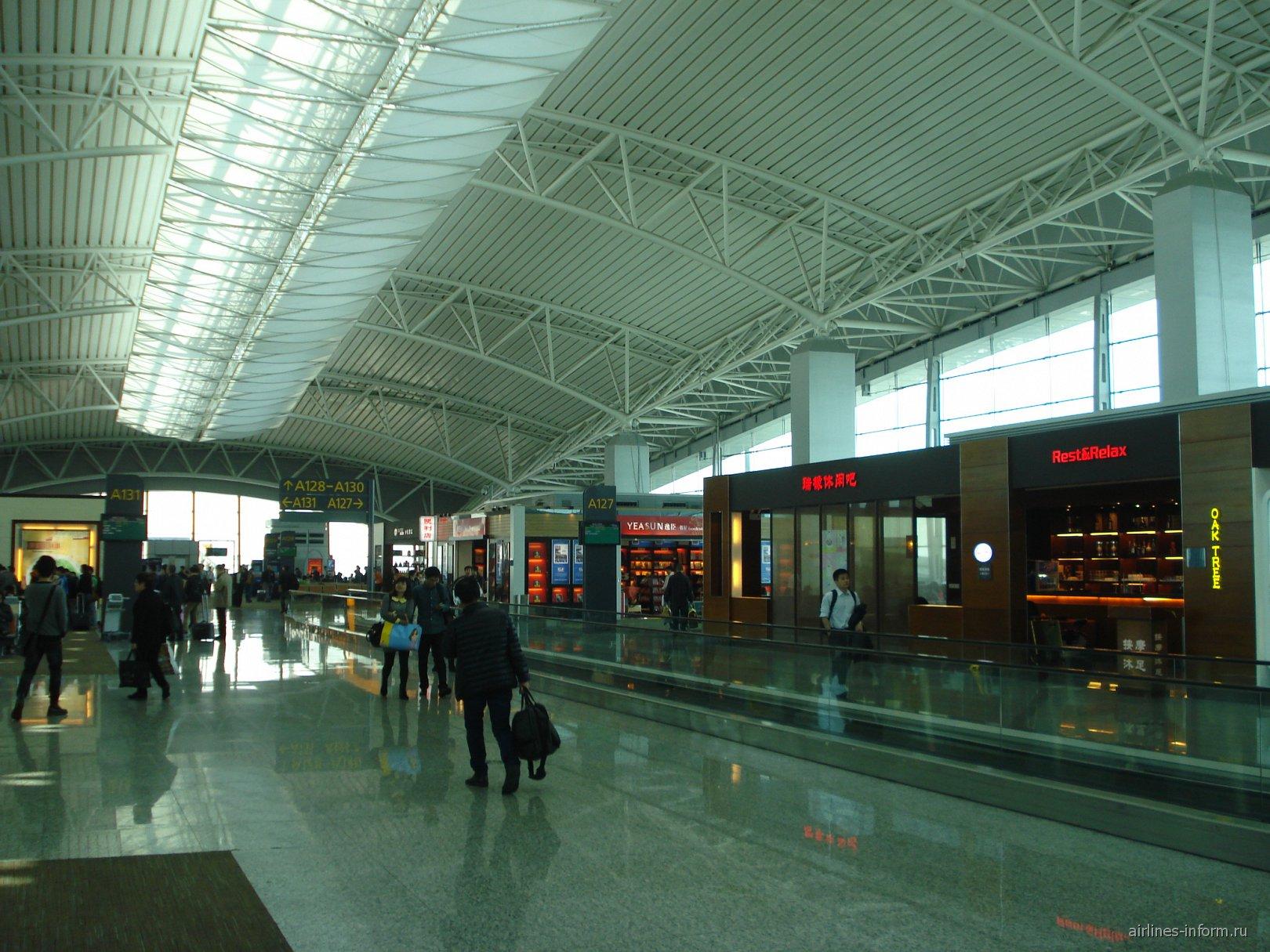 В аэровокзале аэропорта Байюнь в Гуанчжоу