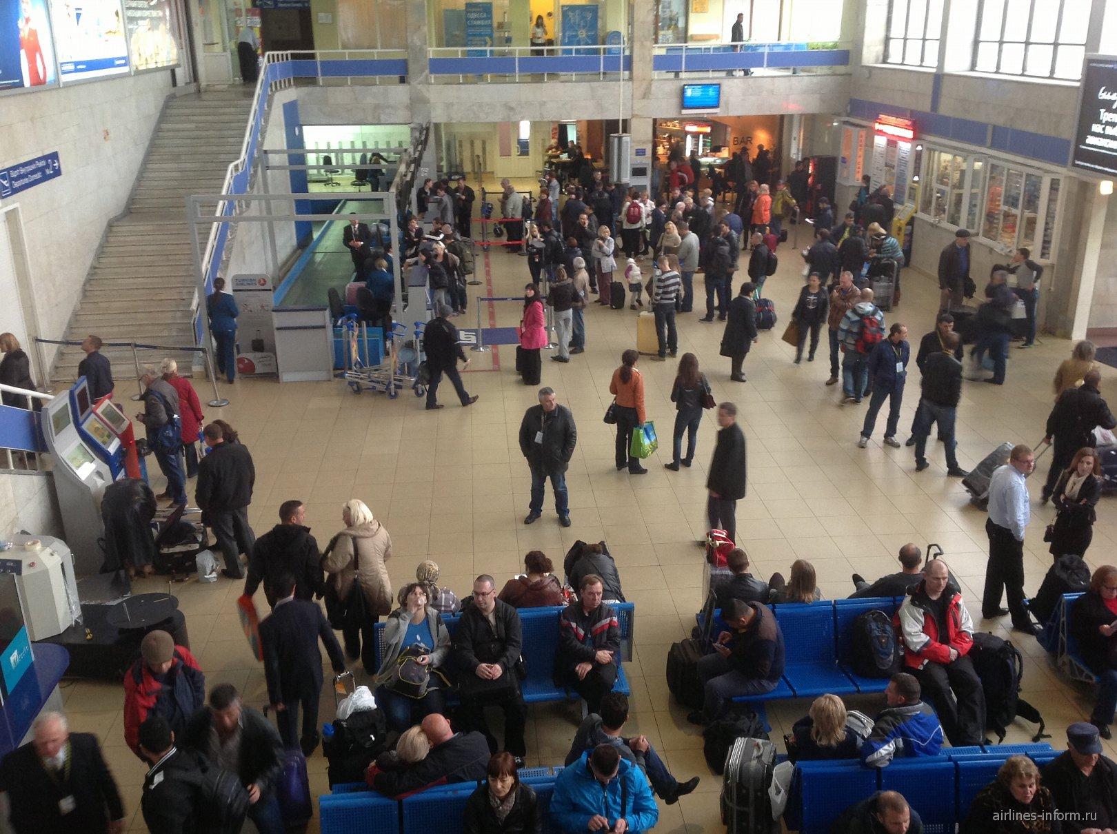 Зона регистрации на рейсы в аэропорту Одесса