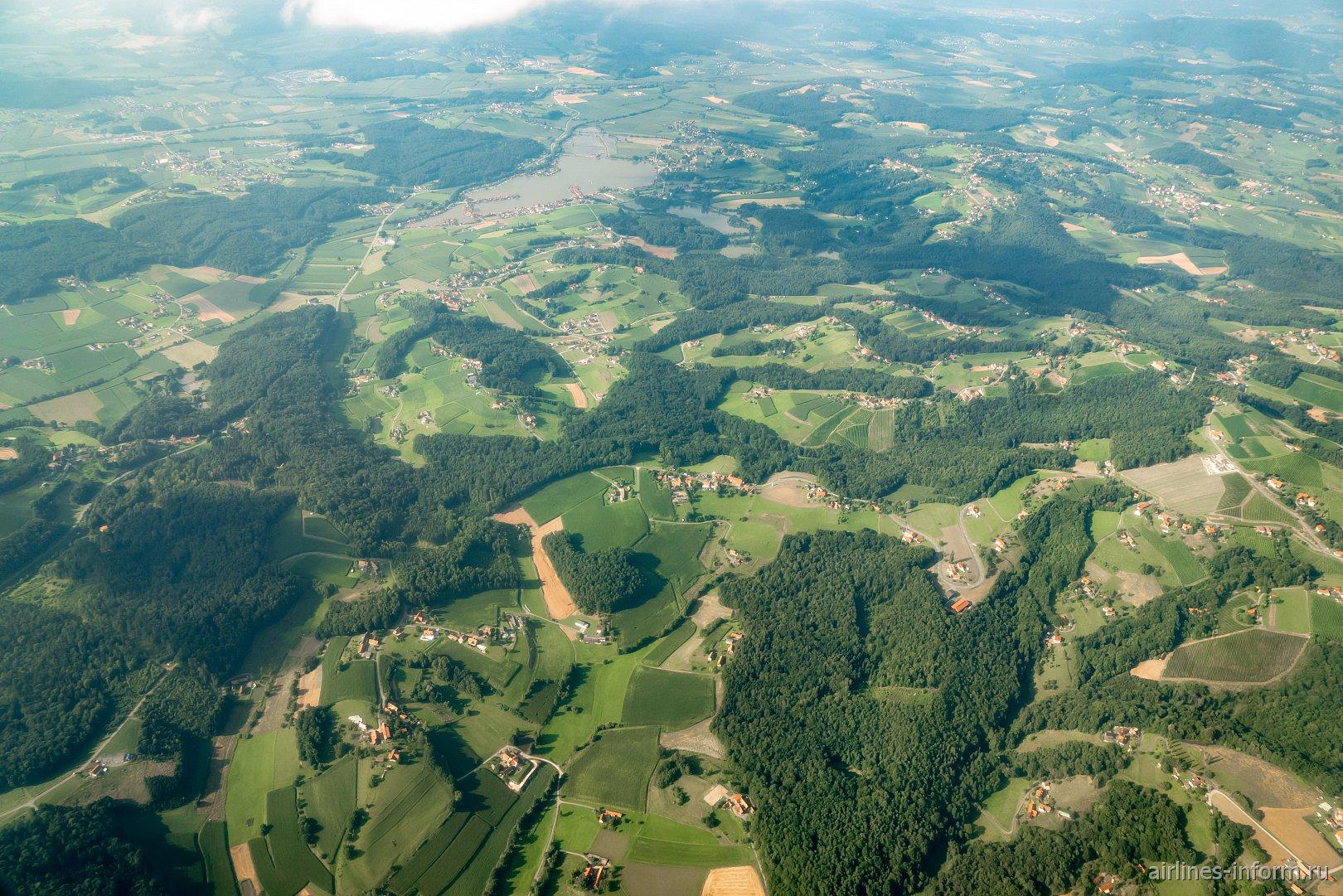 Зеленые ландшафты в окружении города Грац