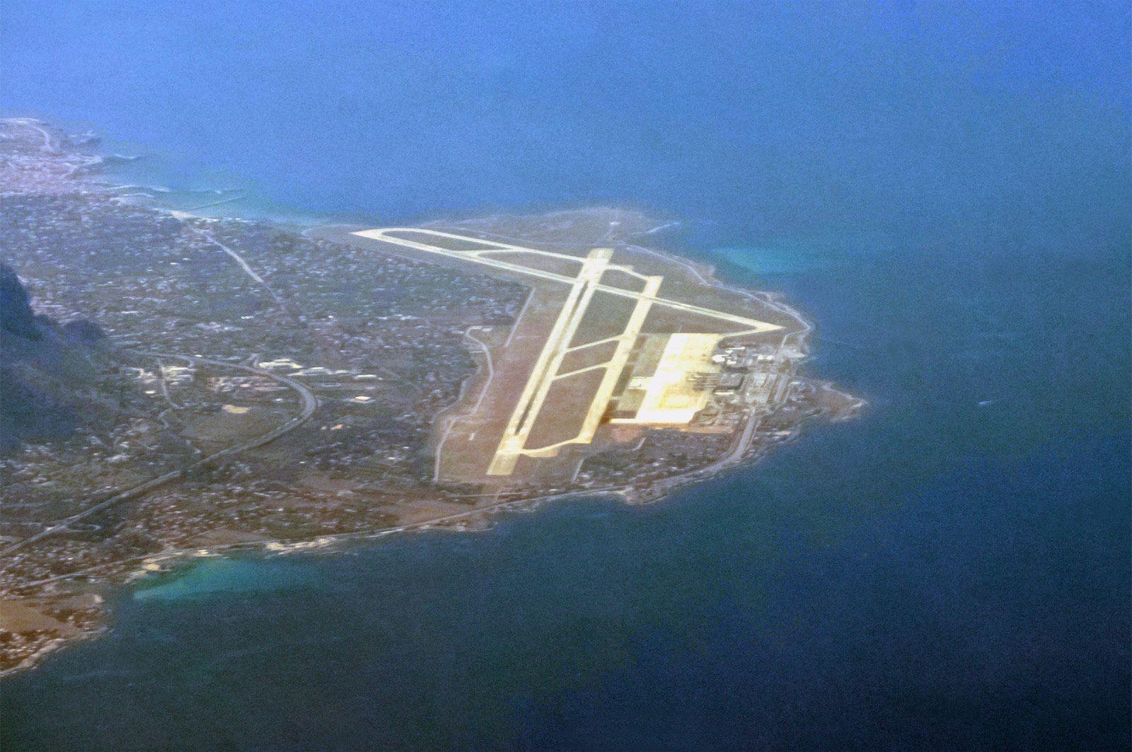 Вид на аэропорт Палермо из самолета