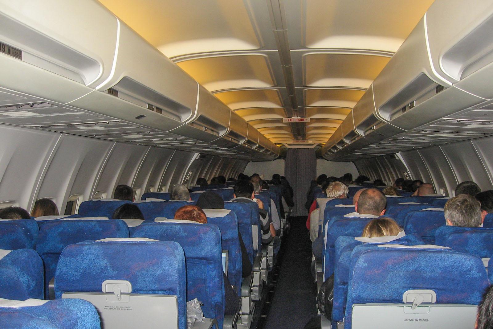 Салон самолета Боинг-737-300 авиакомпании TAROM