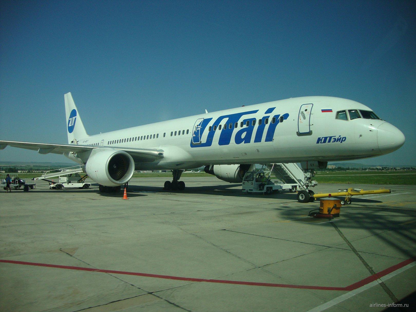 Боинг-757-200 ЮТйэр в аэропорту Минеральные Воды