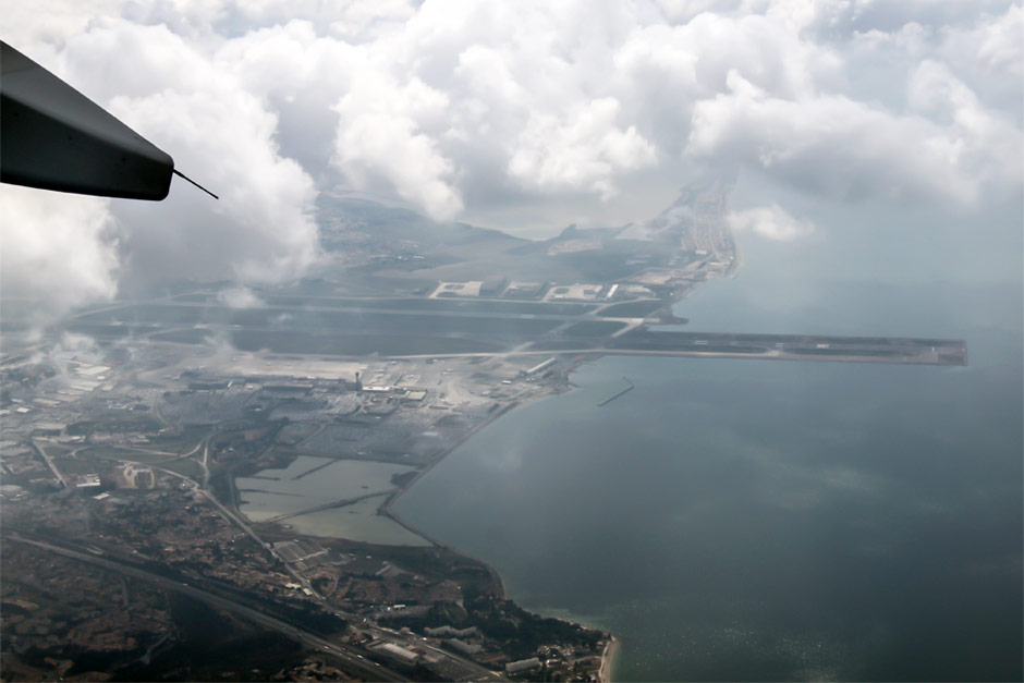 Вид на аэропорт Марсель Прованс из самолета