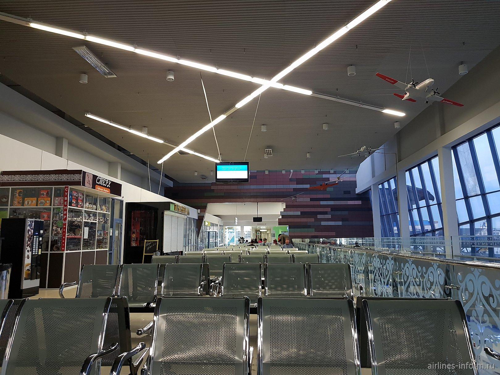 Зал ожидания на 2-м этаже аэровокзала аэропорта Якутск