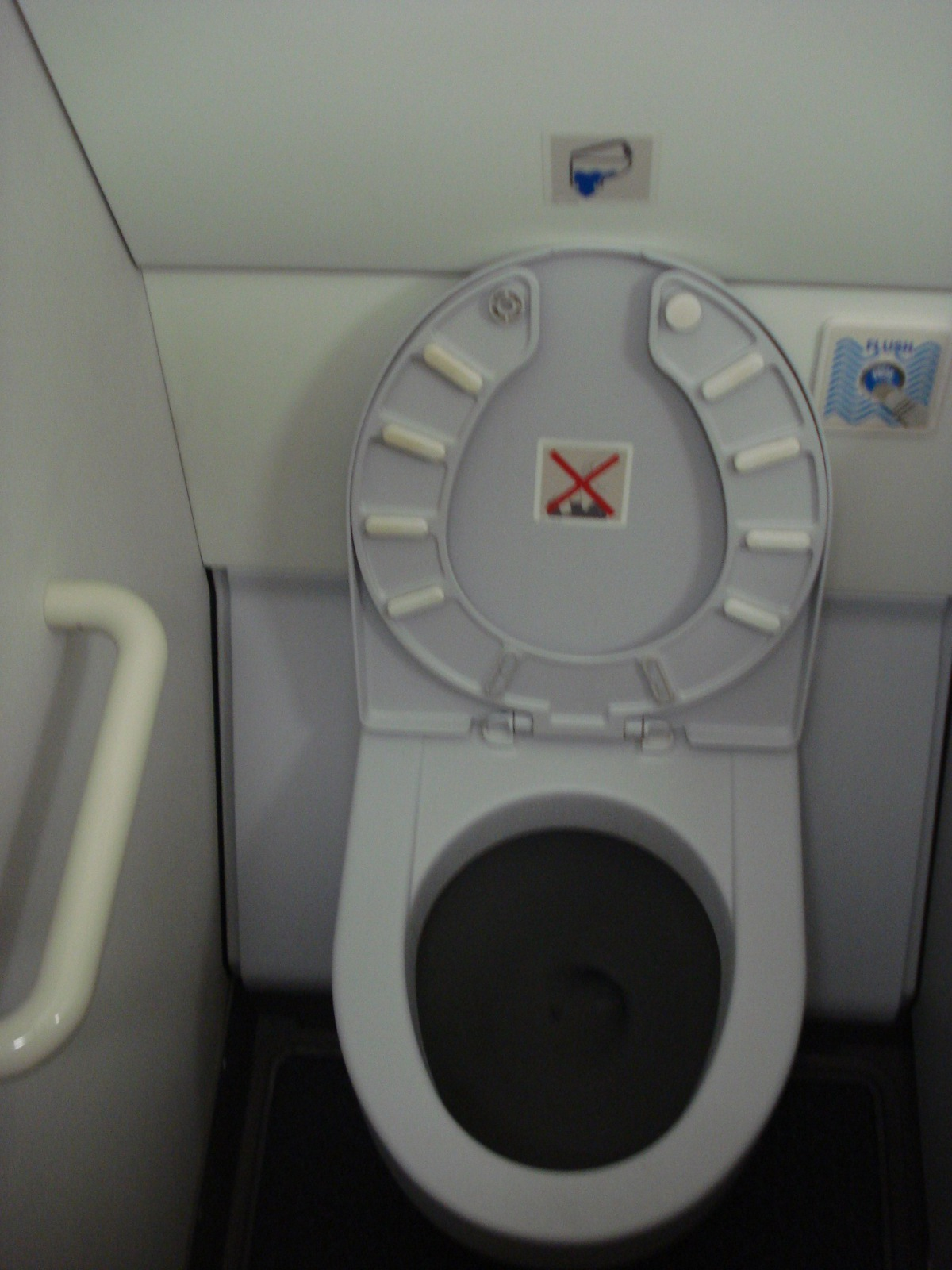 Restroom in an Airbus A319 of Finnair