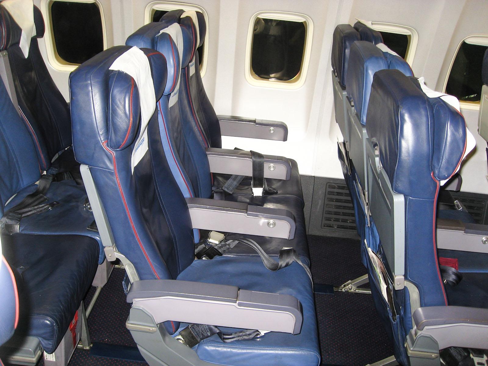 Пассажирские кресла в самолете Боинг-737-500 авиакомпании