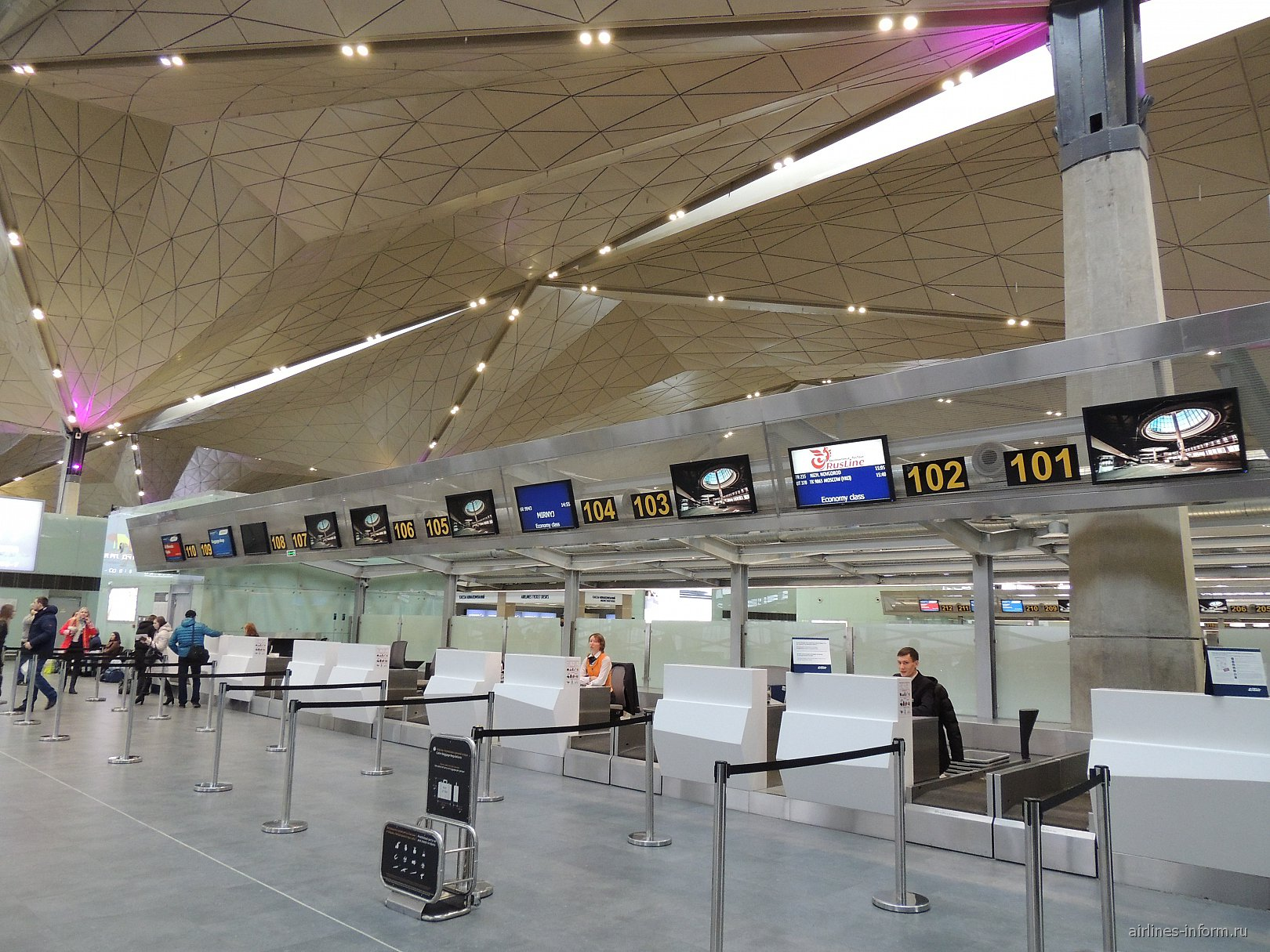 Стойки регистрации в аэропорту Санкт-Петербург Пулково
