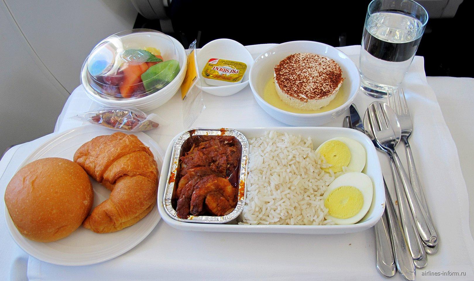 Завтрак в бизнес-классе Малайзийских авиалиний на рейсе Куала-Лумпур - Катманду
