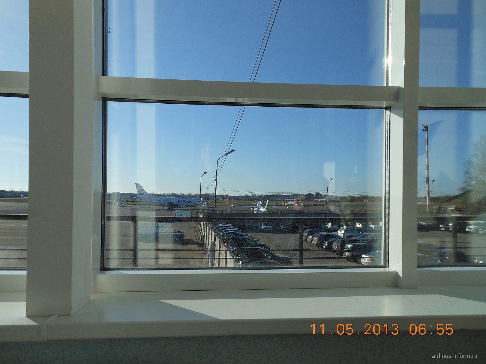 Вид из стерильной зоны. ЮТы поехали в Москву (ВНК)