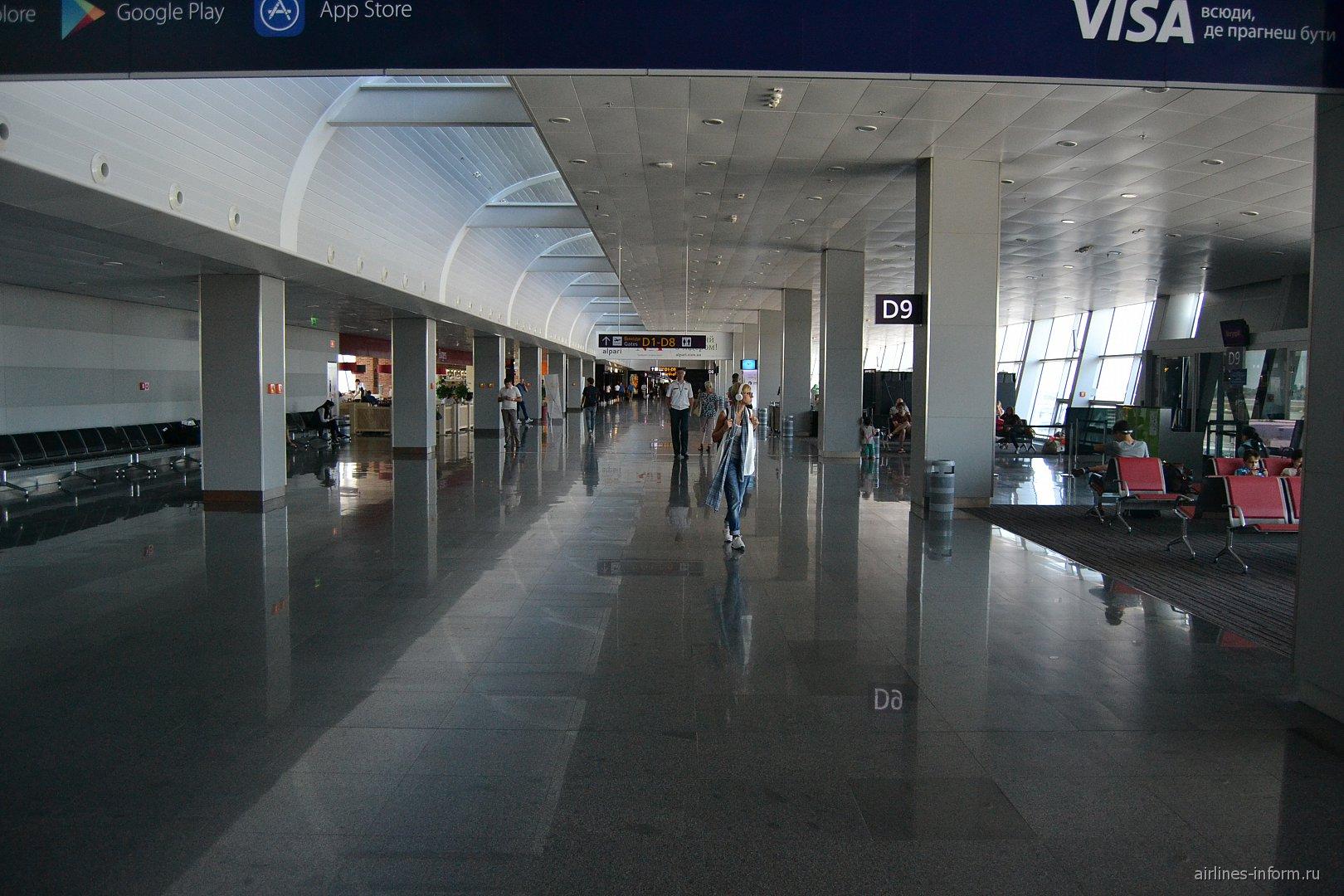 В чистой зоне терминала D аэропорта Киев Борисполь