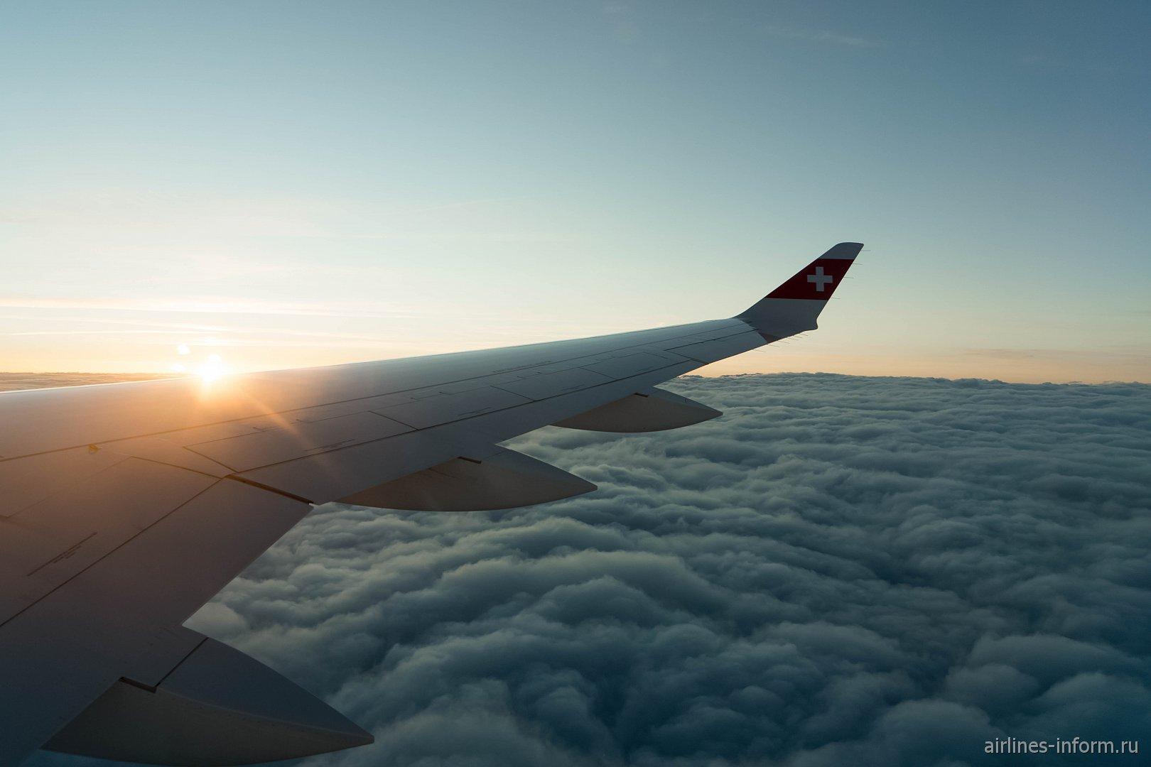 Закат во время полета на самолете CS300