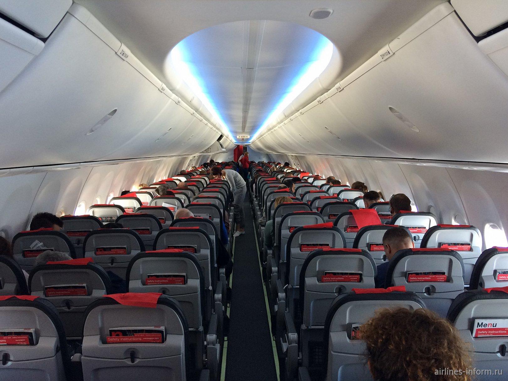 Салон самолета Боинг-737-800 авиакомпании Norwegian