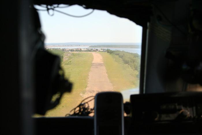 Заход на посадку в аэропорт Усть-Мая