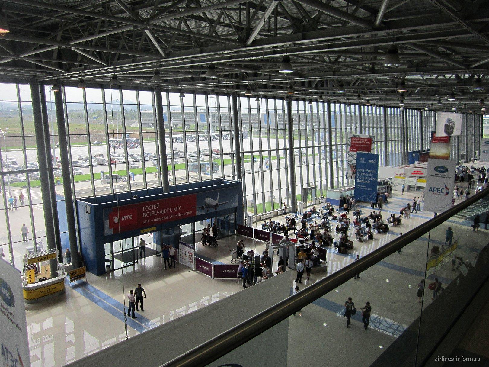 В пассажирском терминале аэропорта Владивосток