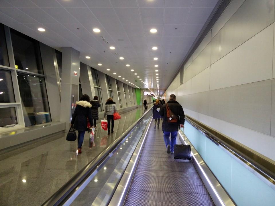 Переход в терминале D аэропорта Киев Борисполь