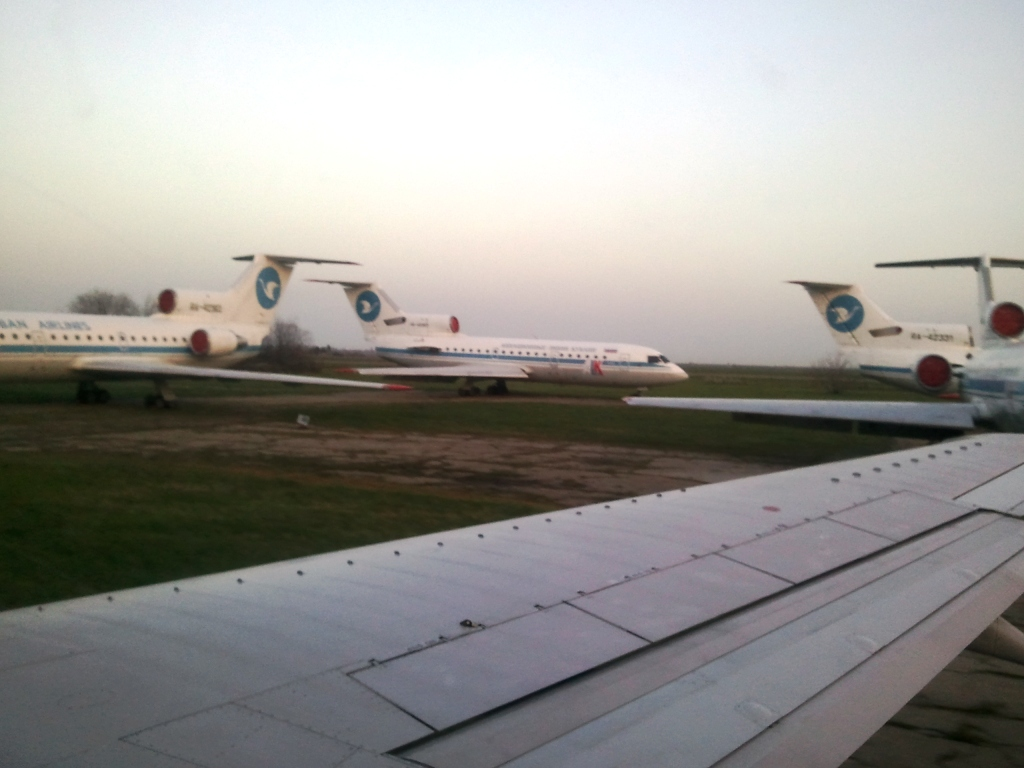 Самолеты Як-42 авиалиний Кубани в аэропорту Краснодара
