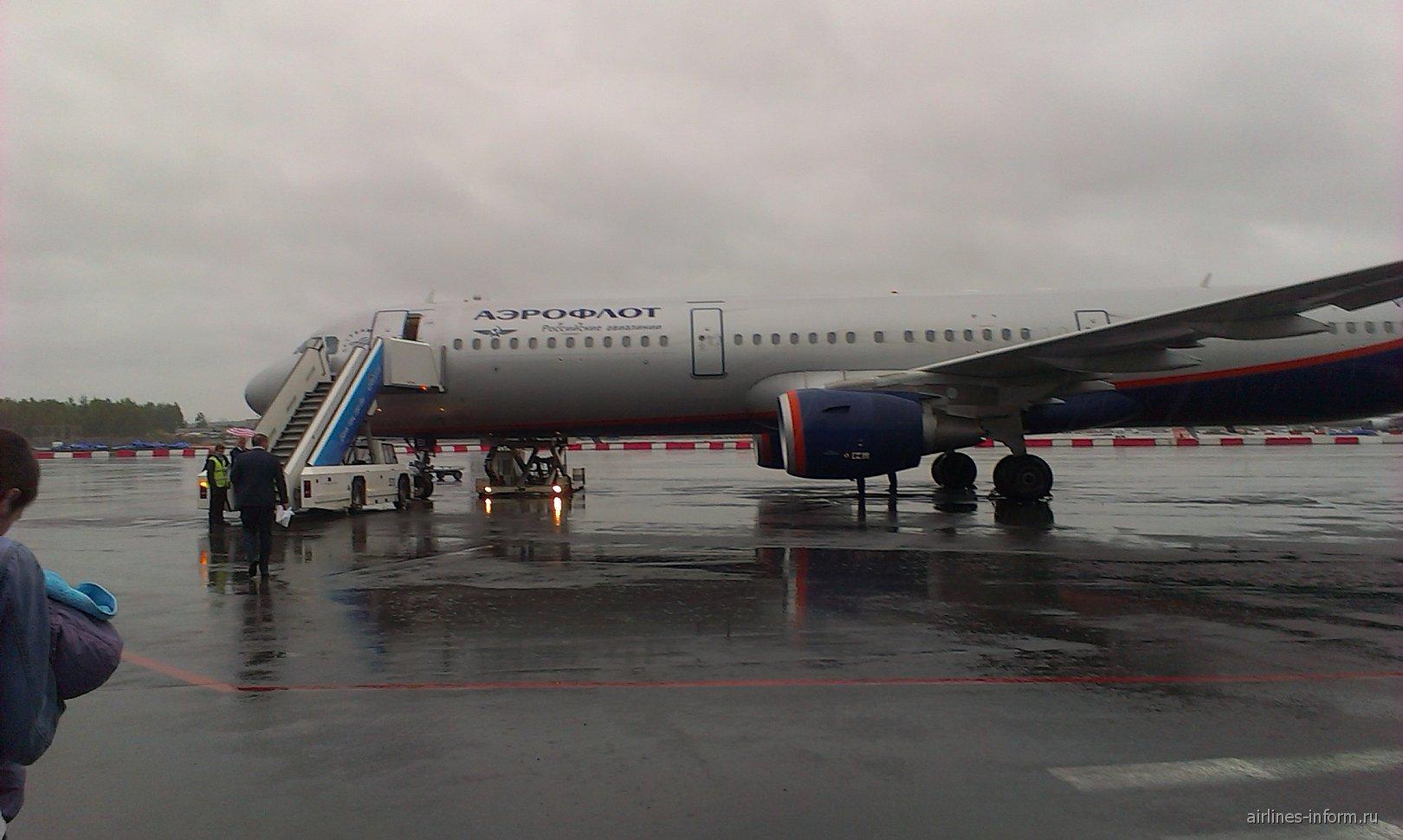Airbus A321 Аэрофлота в аэропорту Пулково