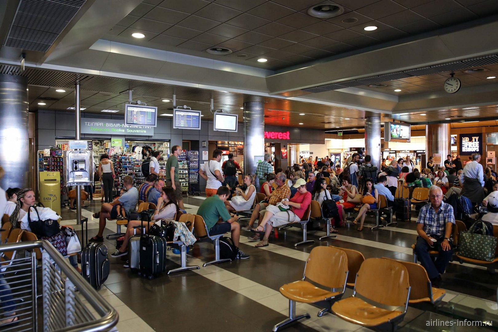 Зал ожидания в чистой зоне аэропорта Салоники