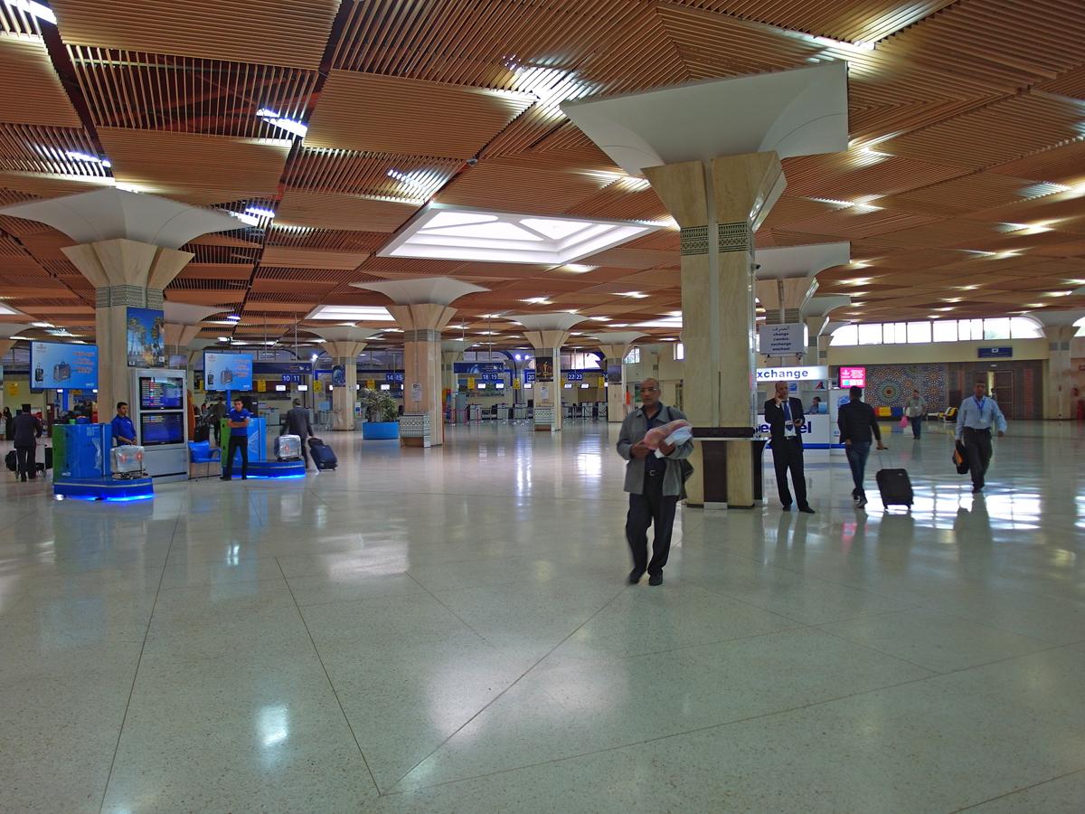 Зона вылета в правой части терминала аэропорта Агадир Аль-Массира