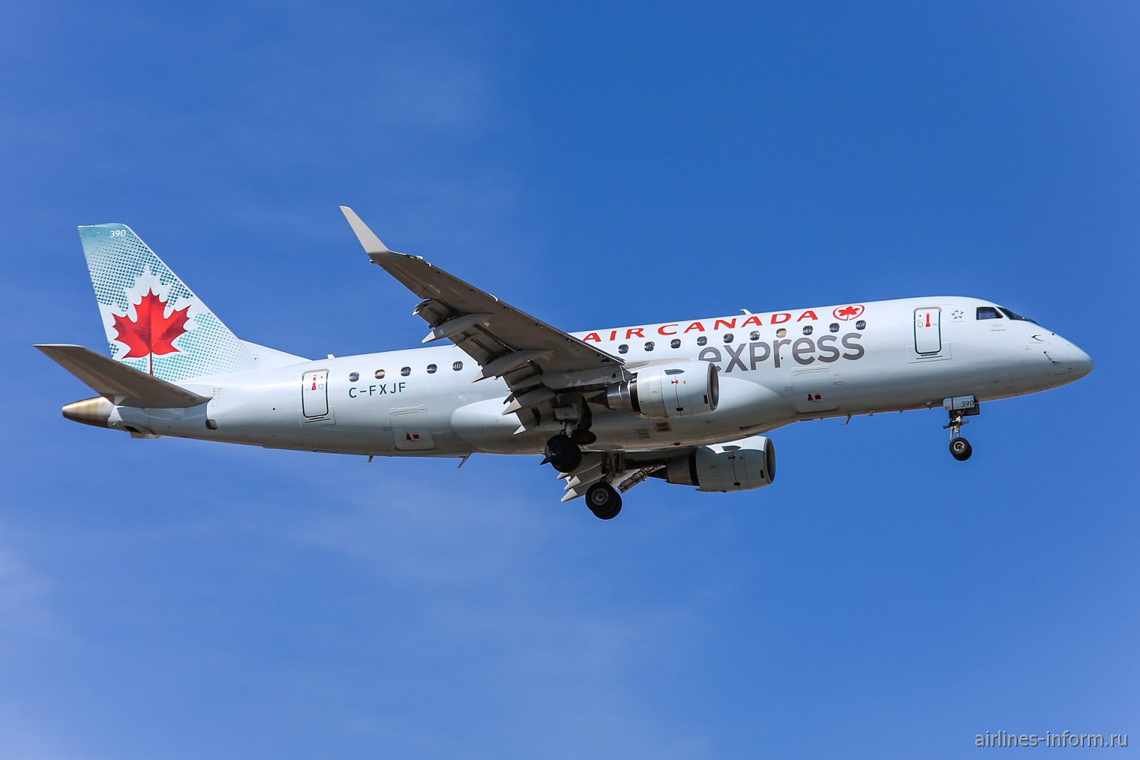 Embraer 175LR C-FXJF авиакомпании Sky Regional Airlines