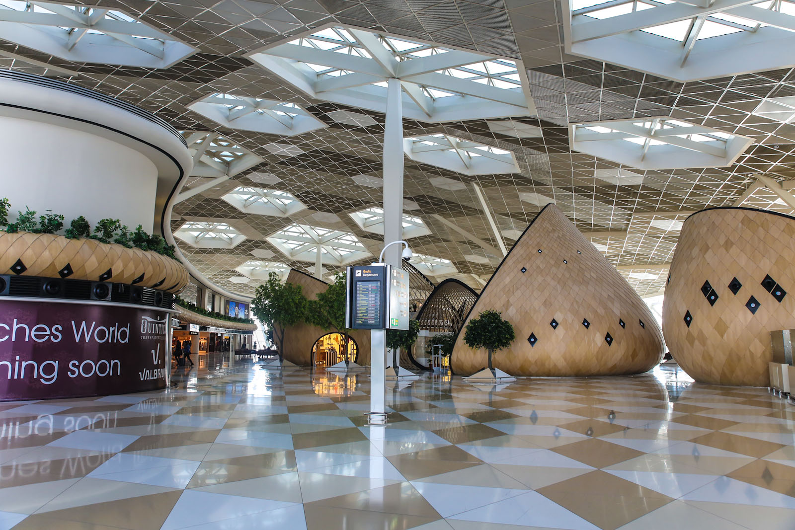 В чистой зоне терминала 1 аэропорта Баку