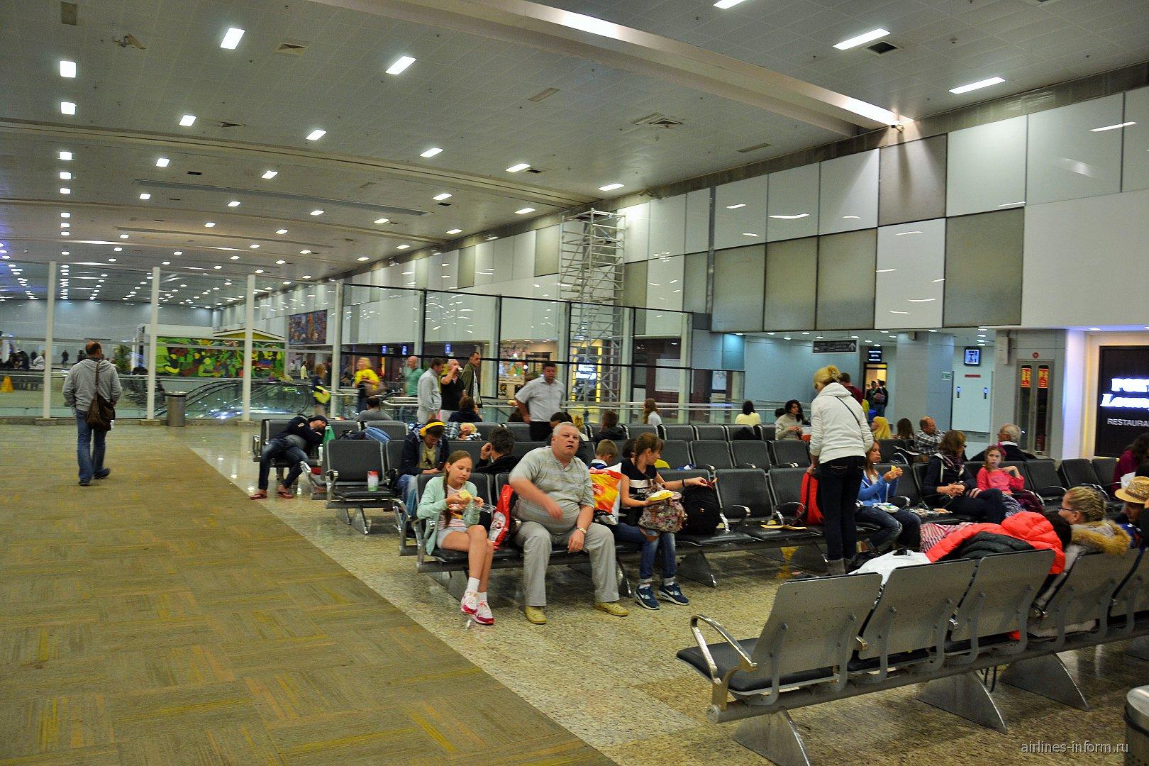 В чистой зоне аэропорта Гоа Даболим