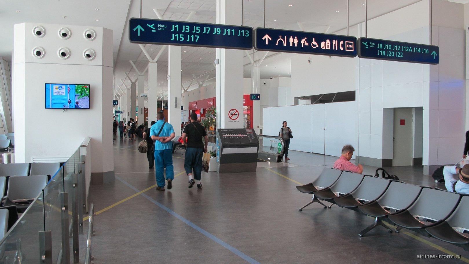 Крыло J чистой зоны лоукост-терминала KLIA2 аэропорта Куала-Лумпур