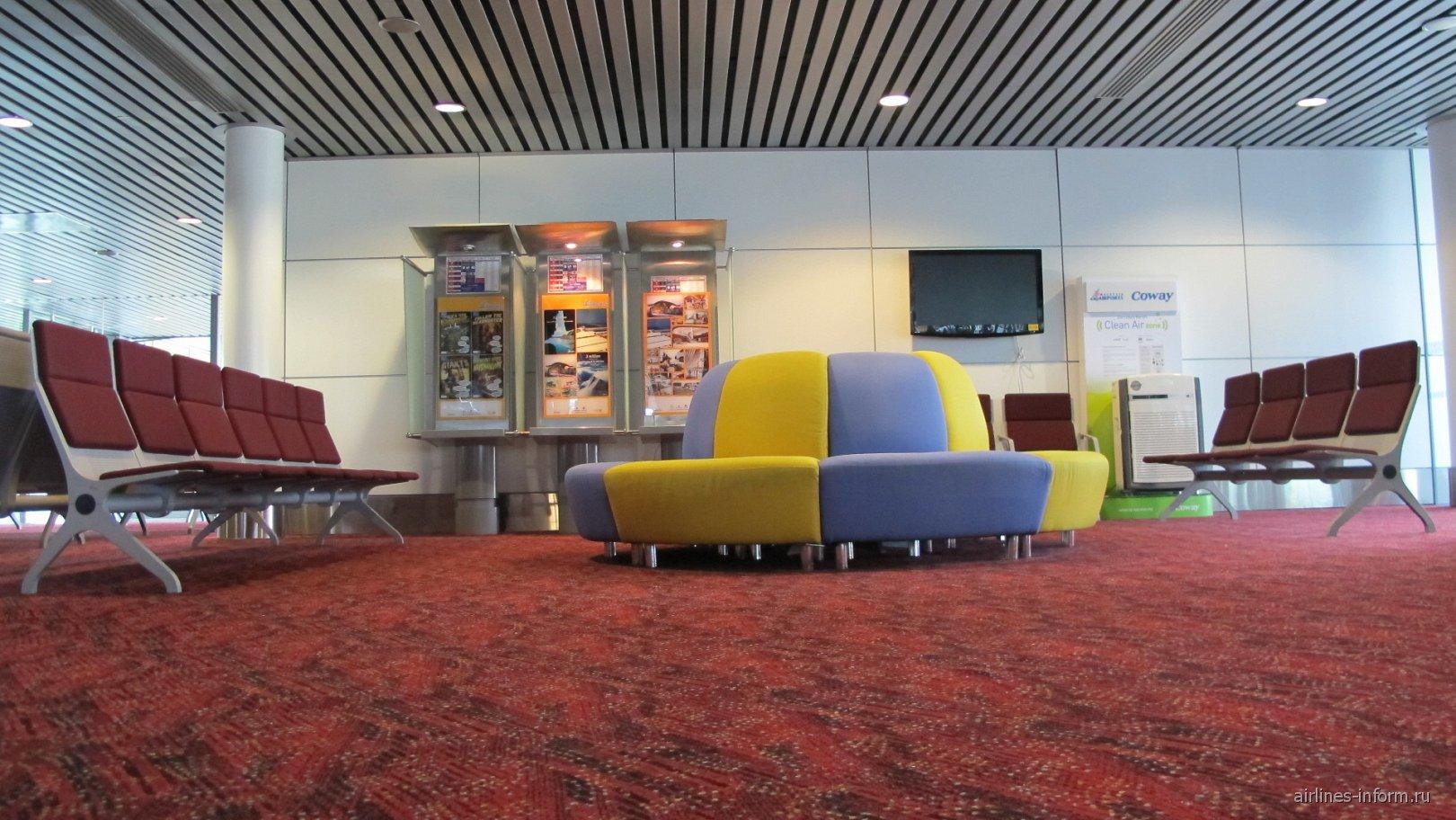 Зал ожидания перед выходом на посадку в аэропорту Куала-Лумпур
