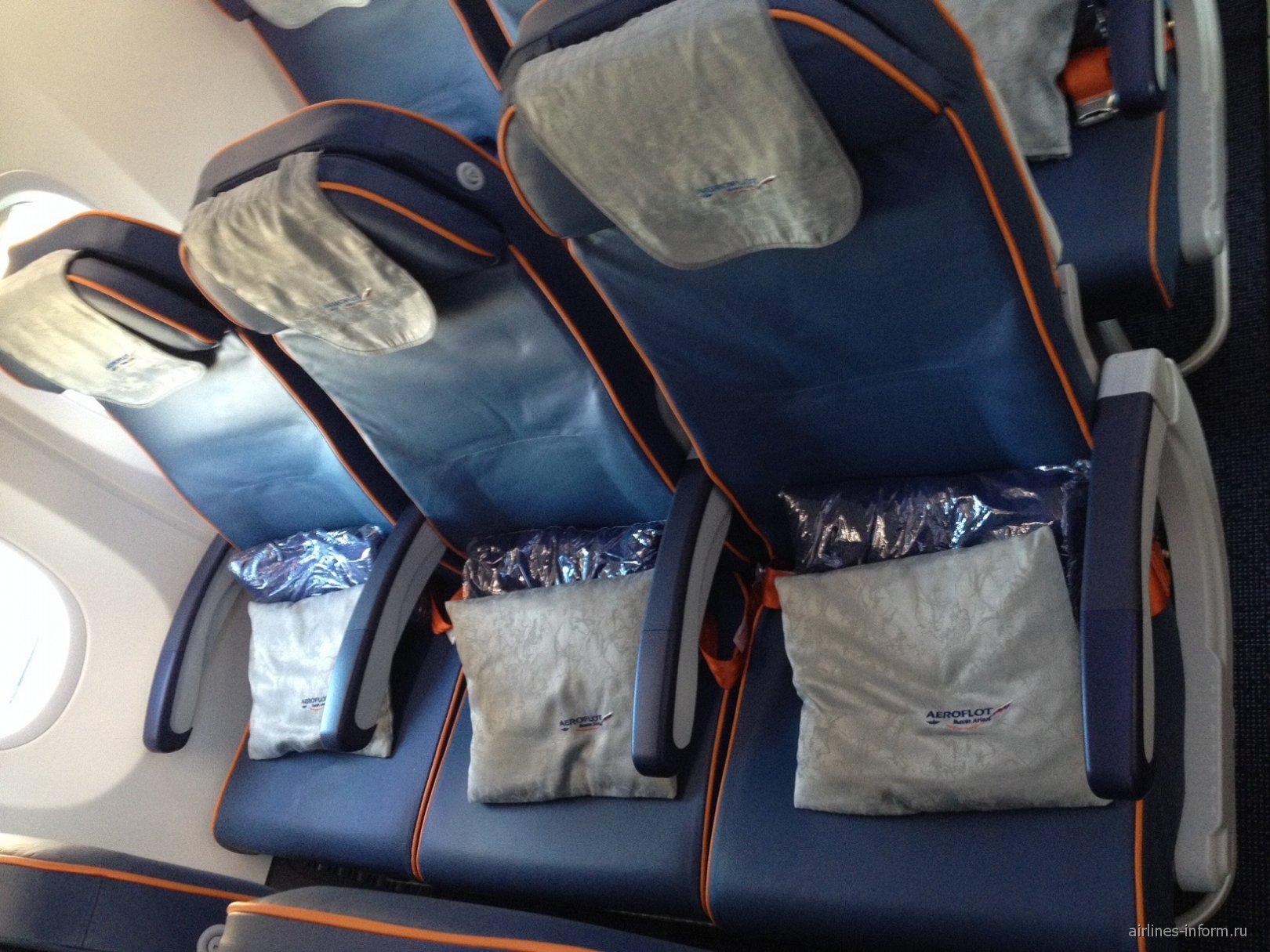 Кресла эконом-класса в самолете Боинг-737-800 Аэрофлота