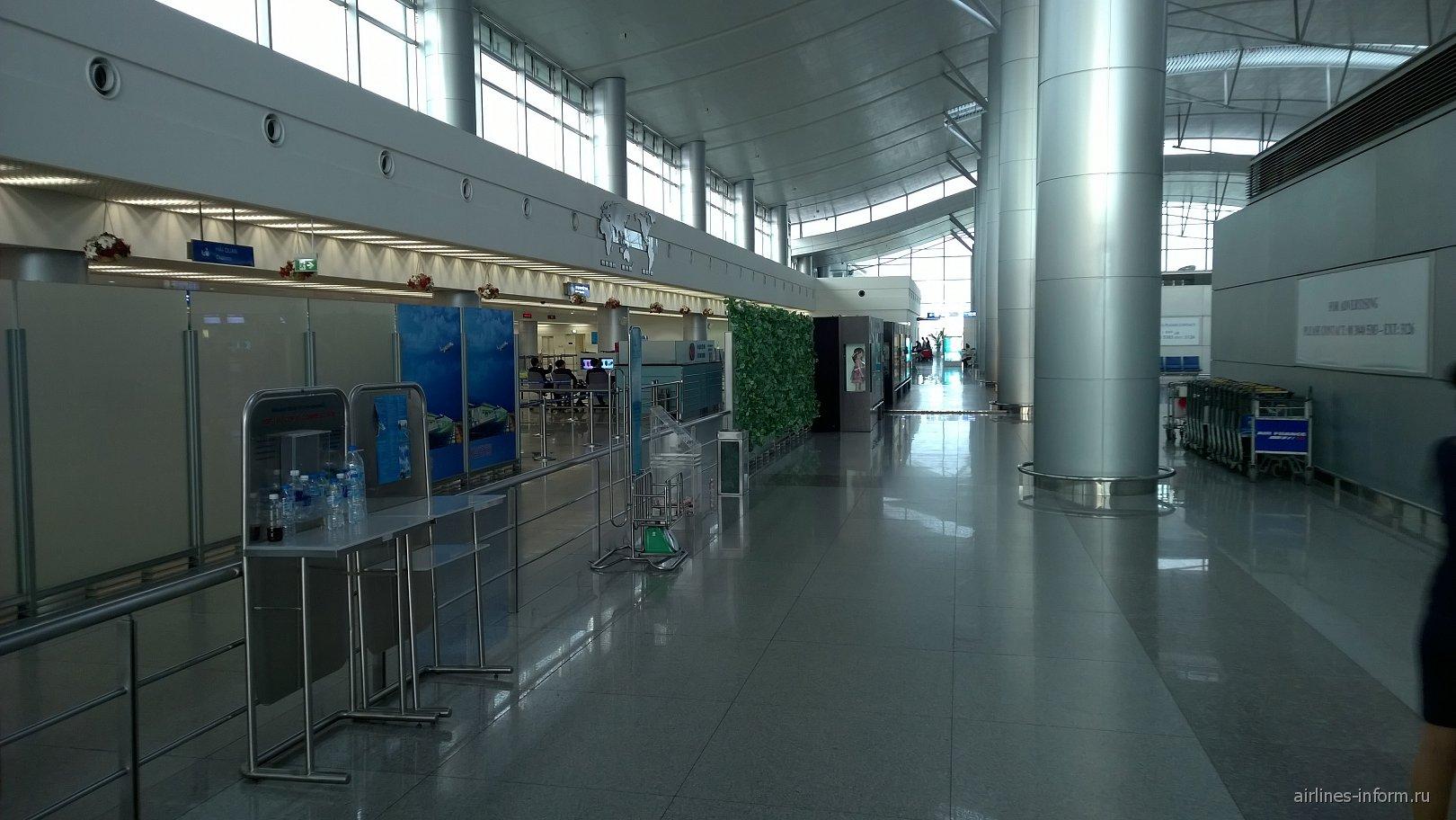 В аэропорту Хошимин Тан Сон Нхат