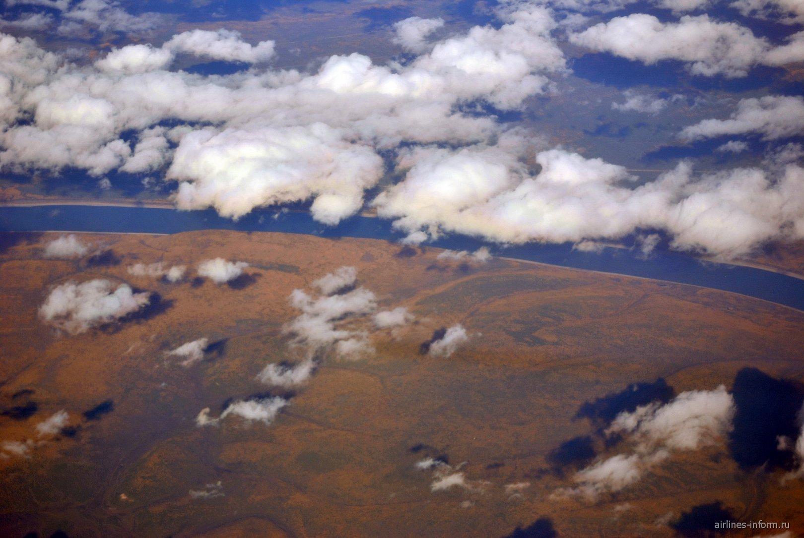 В полете над Сибирью - река Лена