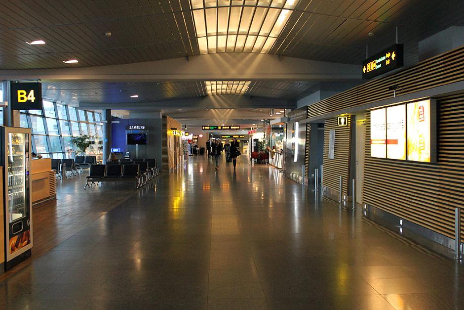 В чистой зоне пассажирского терминала аэропорта Рига