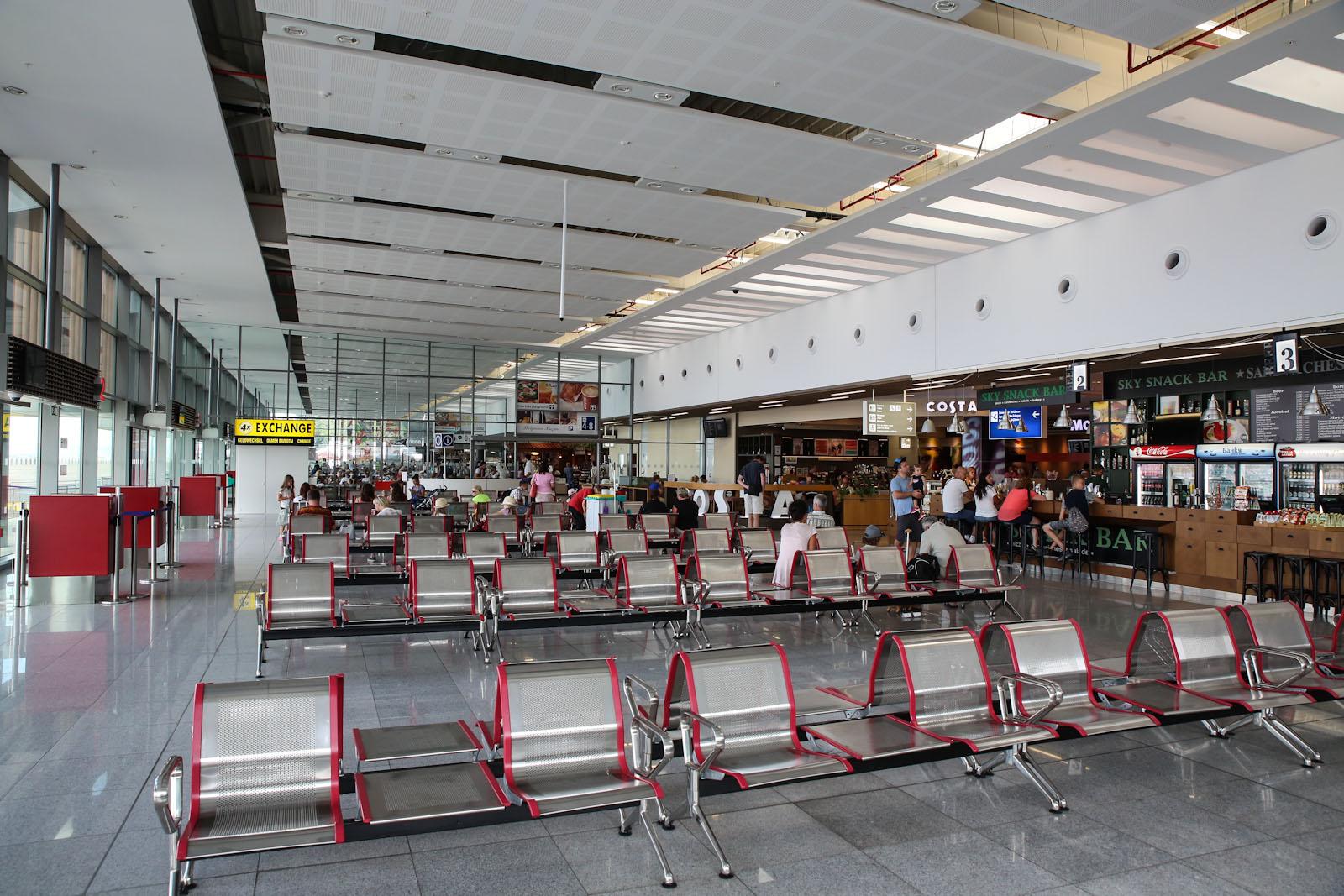 Залы ожидания чистой зоны аэропорта Бургас