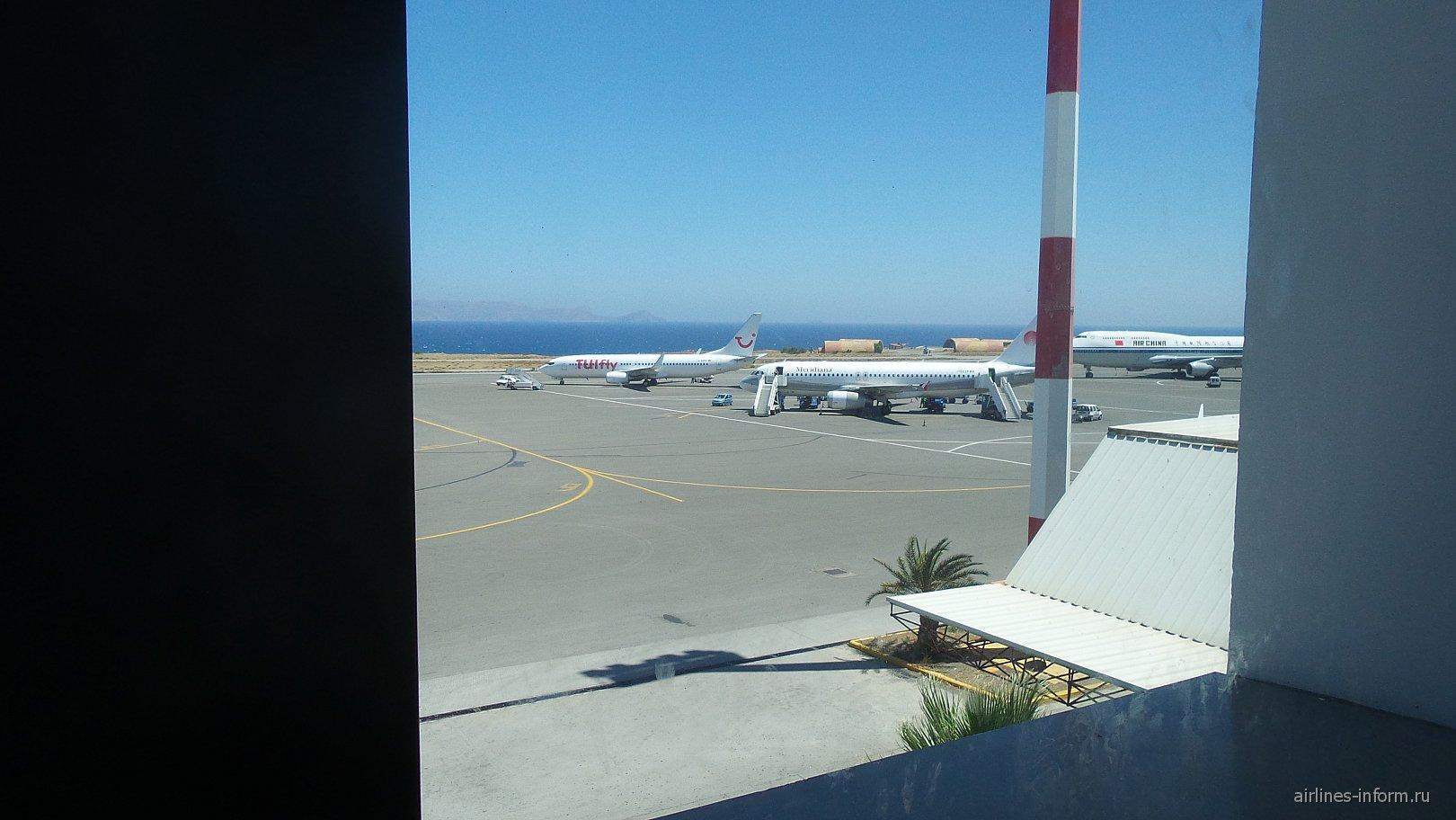 А теперь небольший споттинг.Самолеты в Ираклионе,в частности Джамбик.Что-то редко я вижу его в последнее время.